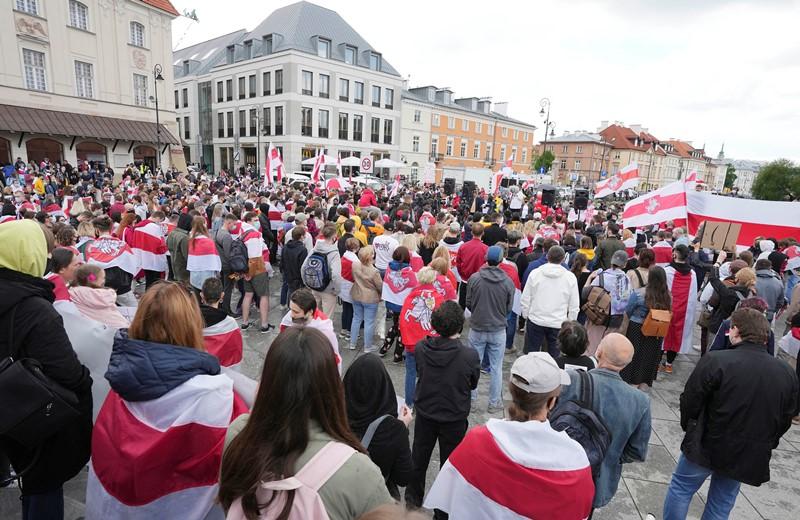 Με τους γονείς του Προτάσεβιτς, διαδήλωση κατά του καθεστώτος Λουκασένκο στην Βαρσοβία