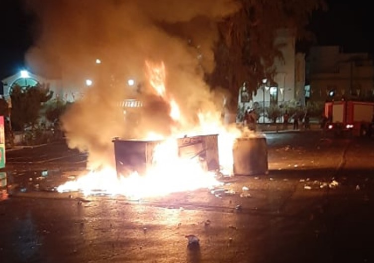Kρήτη: Έκαψαν τον… Ιούδα, αλλά και κάδους απορριμμάτων (video)