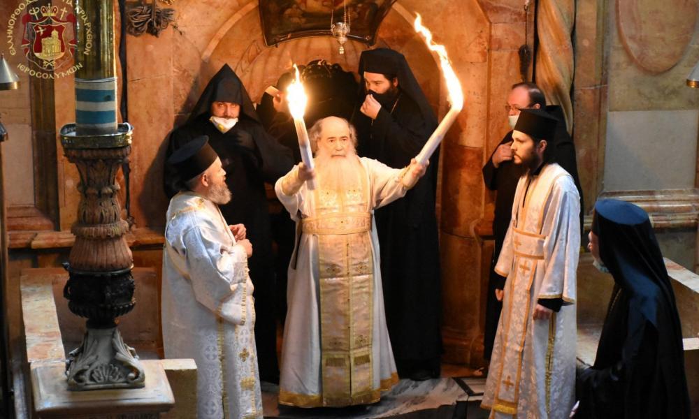 Ισραήλ: Ολοκληρώθηκε η τελετή αφής του Αγίου Φωτός από τον Πανάγιο Τάφο