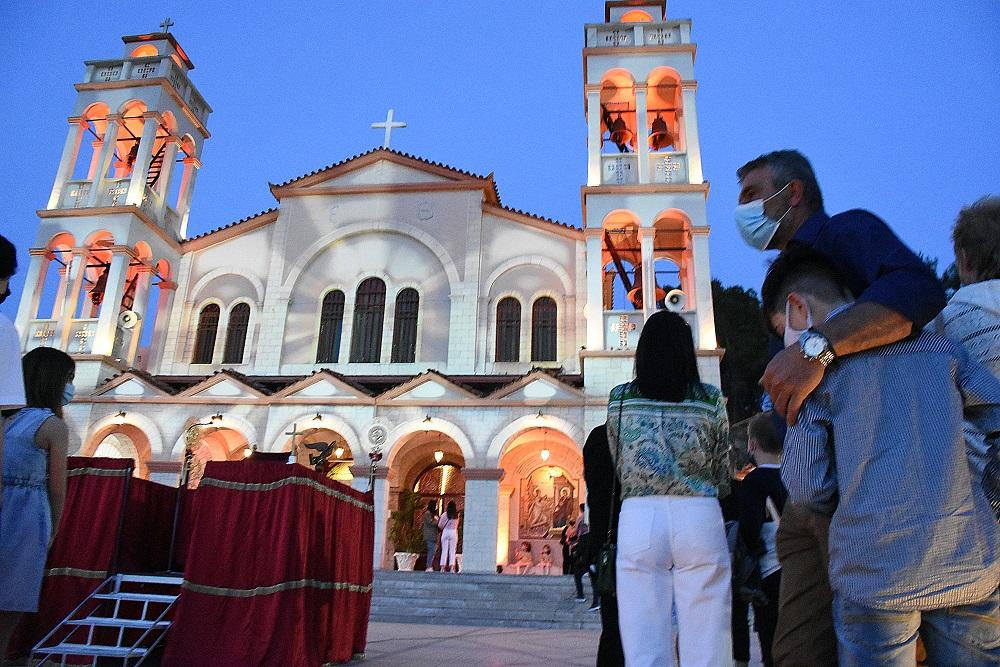 Η ΕΛΑΣ δε «χαρίστηκε» την Ανάσταση σε ιερέα και πιστούς – 6.000 ευρώ «καμπάνα» σε νησί του Αιγαίου