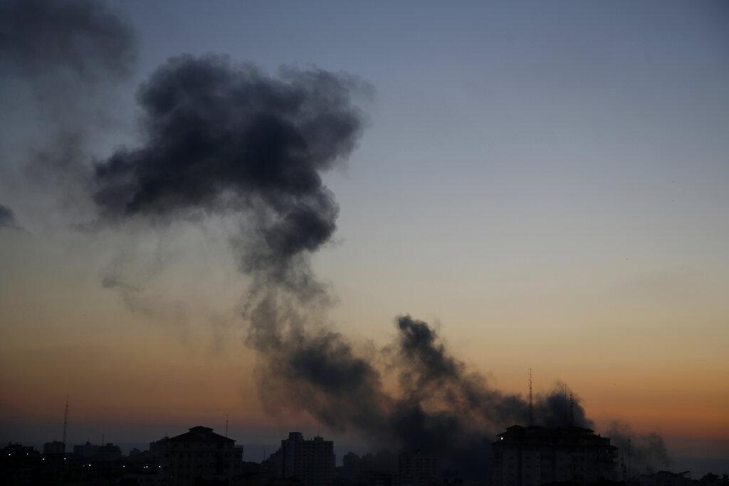 Συνεχίζεται το αιματοκύλισμα στη Γάζα – Τουλάχιστον 128 νεκροί, χίλιοι τραυματίες (Videos)