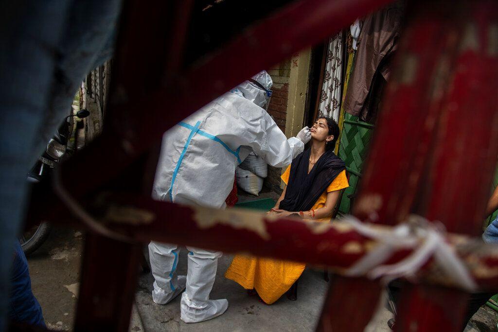«Καλπάζει» ο κορονοϊός στην Ινδία: Τραγικό ρεκόρ 4.529 θανάτων – Πάνω από 267.000 κρούσματα σε μία ημέρα
