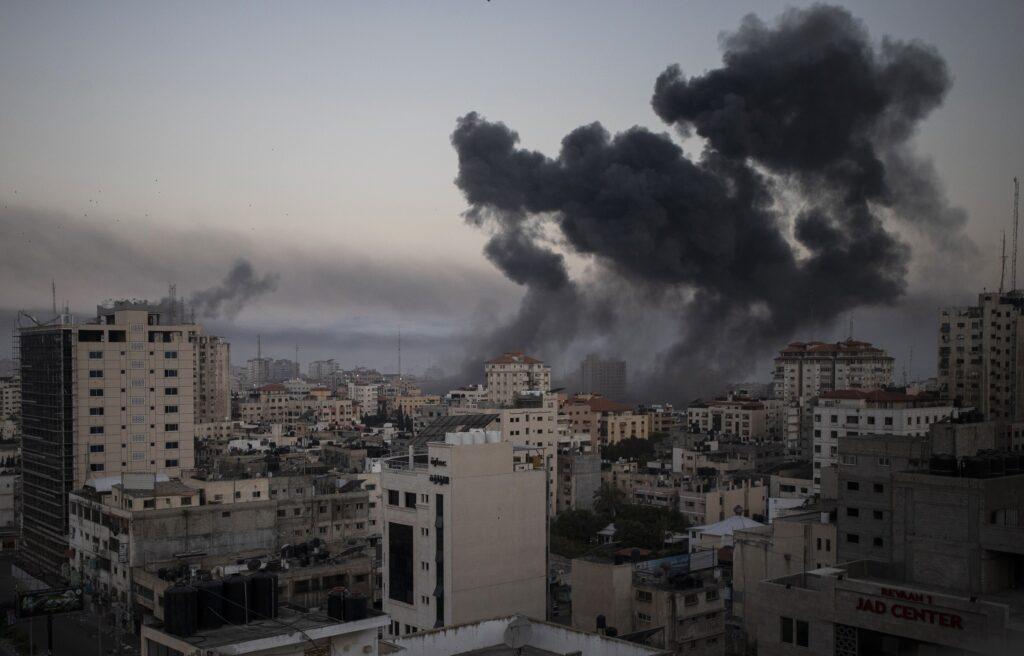 Νύχτα κόλασης σε Ισραήλ και Λωρίδα της Γάζας- «Βροχή» οι ρουκέτες, σε «έκτακτη ανάγκη» η Λοντ, αυξάνονται οι νεκροί