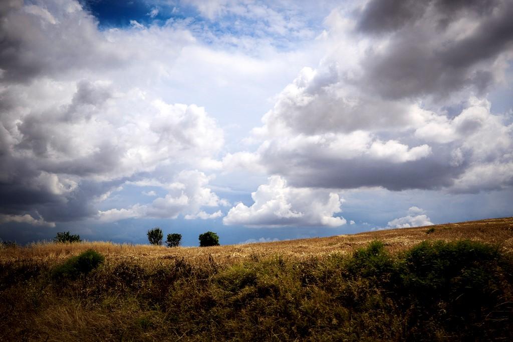 Ατμοσφαιρική διαταραχή φέρνει βροχές και καταιγίδες ως το βράδυ του Σαββάτου – Πρόγνωση καιρού 7 ημερών