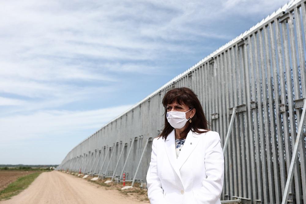 Σκληρό σχόλιο Φίλη για δηλώσεις Σακελλαροπούλου με φόντο τον «φράχτη» του Έβρου