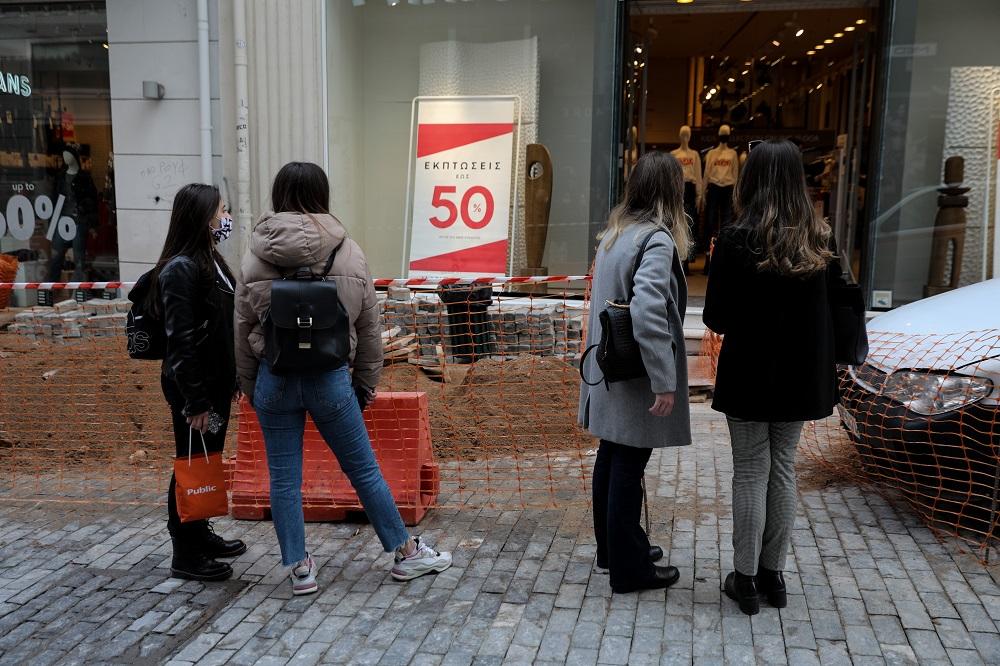Ενδιάμεσες εκπτώσεις: Πώς θα λειτουργήσουν εμπορικά και σούπερ μάρκετ την Κυριακή