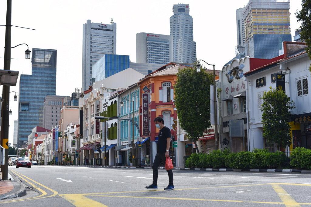 Η Σιγκαπούρη ενέκρινε προσωρινά τεστ αναπνοής που εντοπίζει τον κορονοϊό