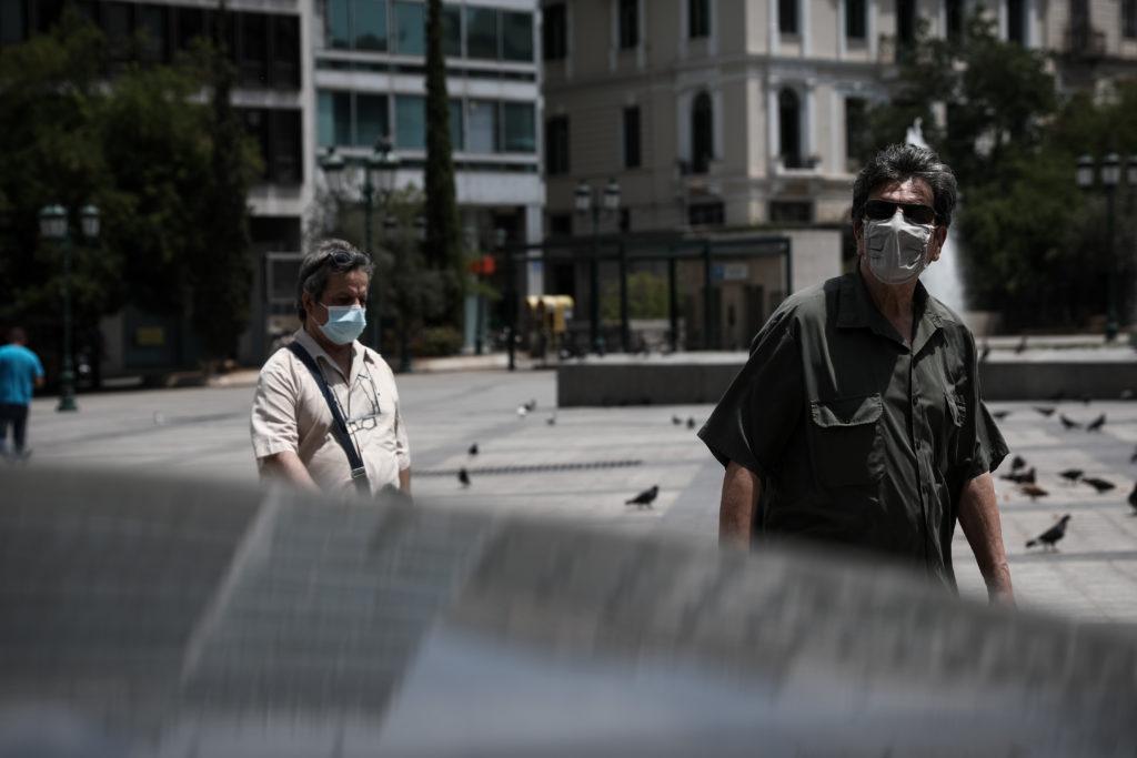 Την Πέμπτη η απόφαση για τις μάσκες σε ανοιχτούς χώρους
