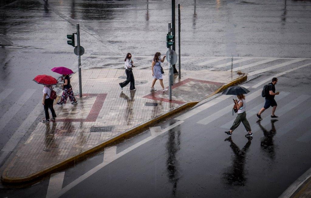Επιμένουν οι βροχές και οι καταιγίδες – Ποιες περιοχές θα επηρεαστούν