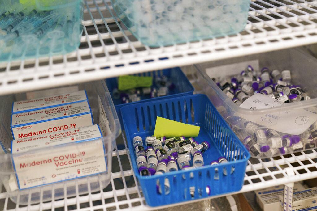 Εμβόλια Pfizer και Moderna: Πόσο πιθανές είναι οι παρενέργειες