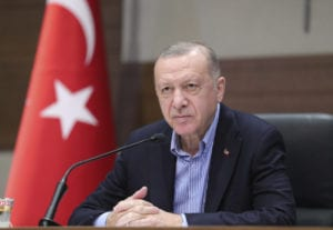 Απειλές Ερντογάν για απελάσεις πρεσβευτών μετά την έκκληση για απελευθέρωση του Οσμάν Καβαλά