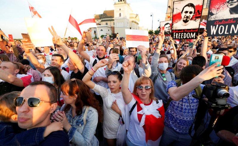 Πολωνία: Δεκάδες εξόριστοι Λευκορώσοι διαδήλωσαν στα σύνορα κατά του προέδρου Λουκασένκο
