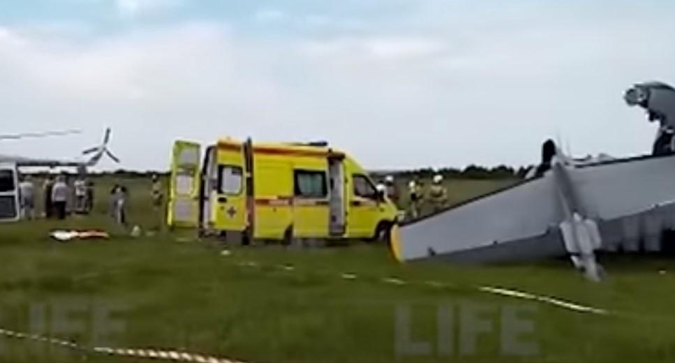 Ρωσία: Τουλάχιστον 9 νεκροί από τη συντριβή ενός αεροσκάφους που μετέφερε αλεξιπτωτιστές (video)