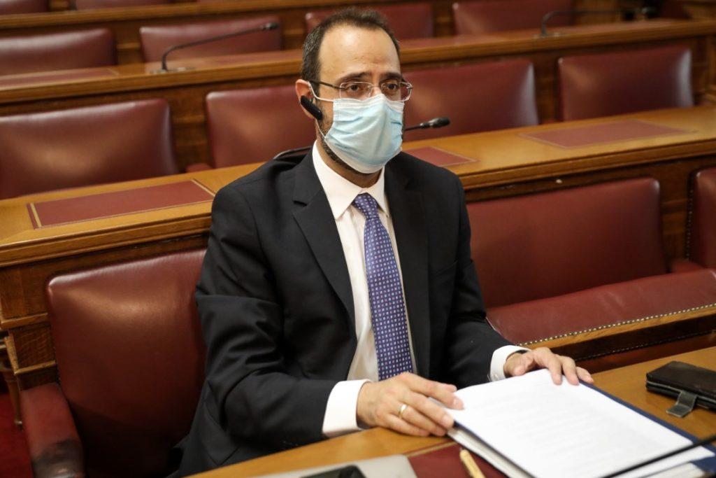 Μετά τα χειροκροτήματα βουλευτής της ΝΔ δίνει «σήμα» για απολύσεις υγειονομικών (Video)