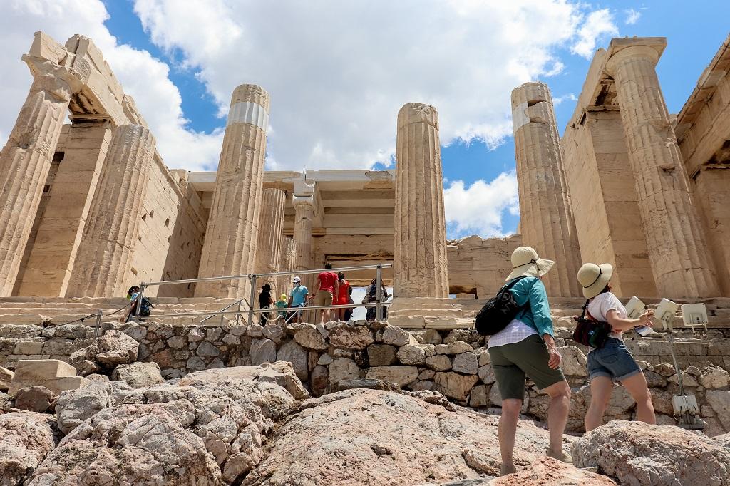 Χάνεται κι ο Ιούλιος για τον τουρισμό