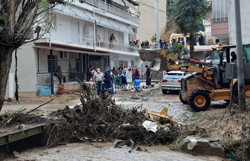 Άνω – κάτω η Θεσσαλονίκη από τη νεροποντή και το χαλάζι – Νεκρός άνδρας στην Πολίχνη (video)