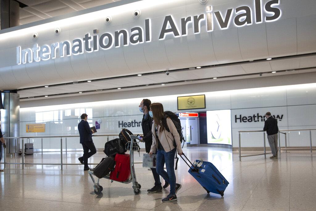 Το Λονδίνο σκέφτεται να ελευθερώσει τα ταξίδια για τους εμβολιασμένους