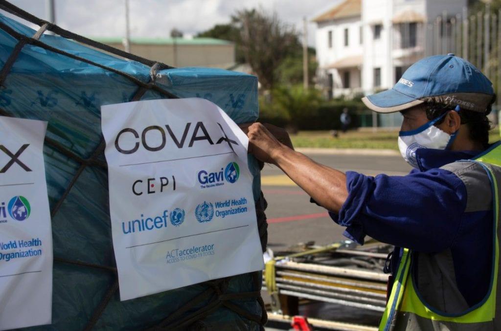 ΟΗΕ: Δεκάδες χώρες αδυνατούν να χορηγήσουν τη δεύτερη δόση των εμβολίων