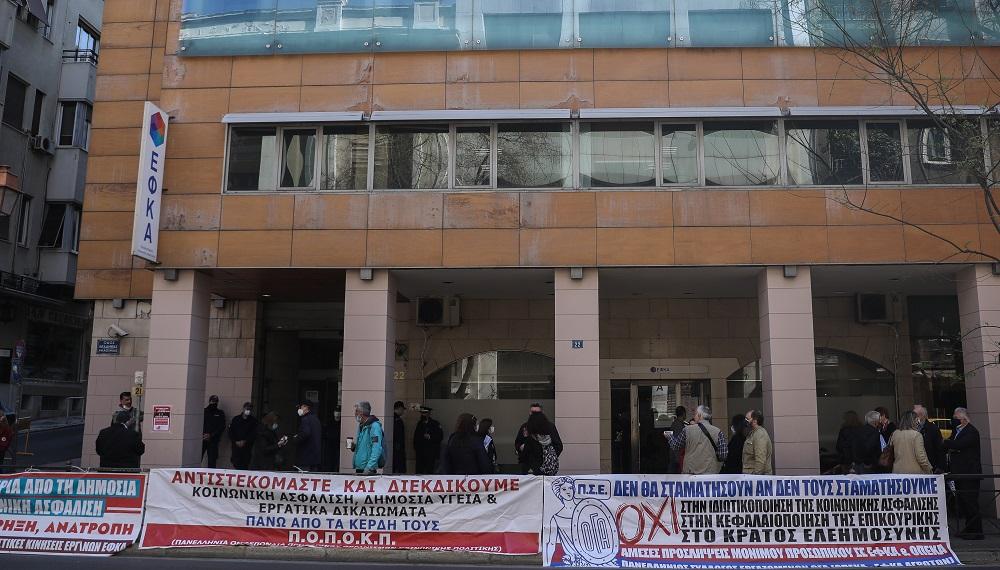 Εργαζόμενοι ΕΦΚΑ: Απάντηση-κόλαφος σε Χατζηδάκη και διοίκηση για έλλειψη κλιματισμού και «κομμένα» τηλέφωνα