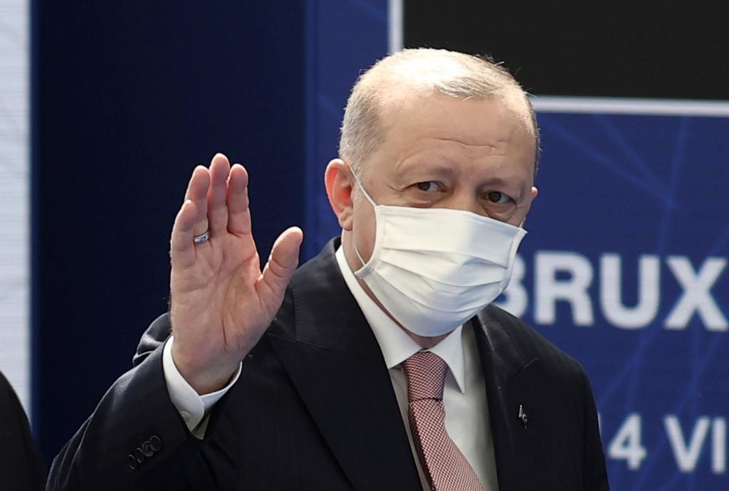 ΝΑΤΟ: Συνάντηση Μακρόν-Ερντογάν με φόντο τις διαφωνίες