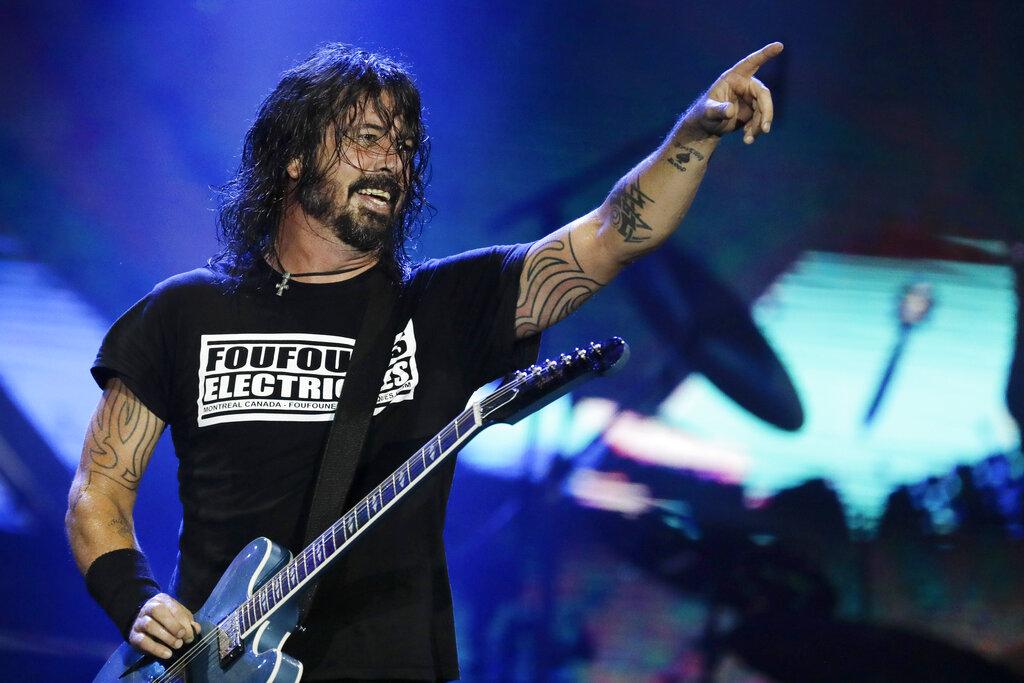 «Διαμαρτυρία» αντιεμβολιαστών στην πρώτη συναυλία των Foo Fighters μετά το lockdown (Video)