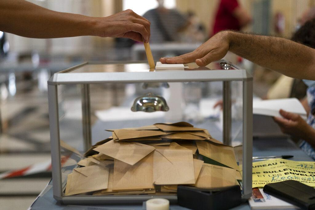 Γαλλία: Νικητές Δεξιά και… αποχή στις περιφερειακές εκλογές – Ήττα Μακρόν, απογοήτευση Λεπέν