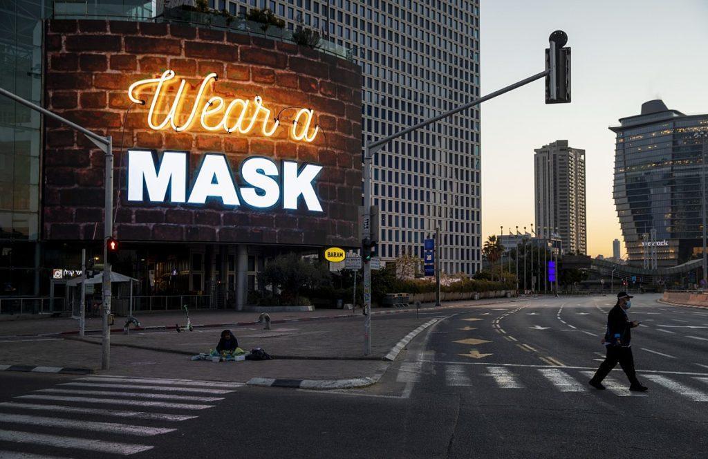 Βγάζουν τις μάσκες στο Ισραήλ από την Τρίτη