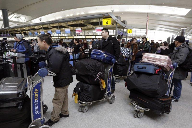 ΗΠΑ: Μεγάλες αεροπορικές πιέζουν την κυβέρνηση να άρει τους ταξιδιωτικούς περιορισμούς