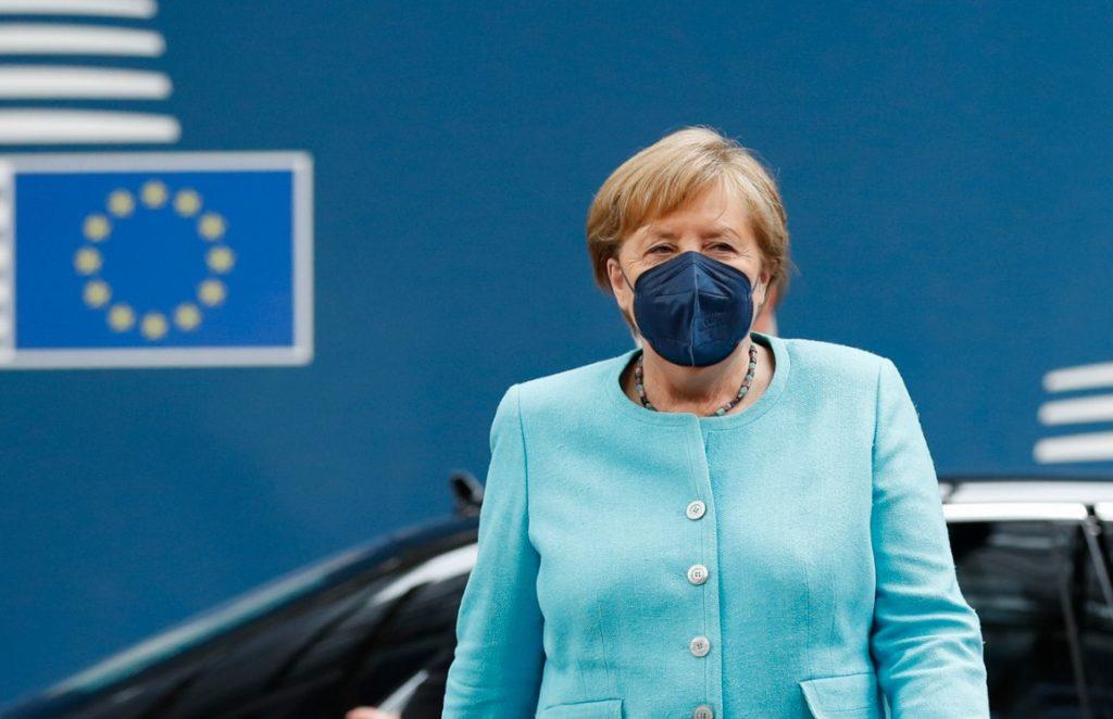Politico: Παρατηρήσεις από Μέρκελ προς την Ελλάδα για τους εμβολιασμένους ταξιδιώτες με Sputnik-V