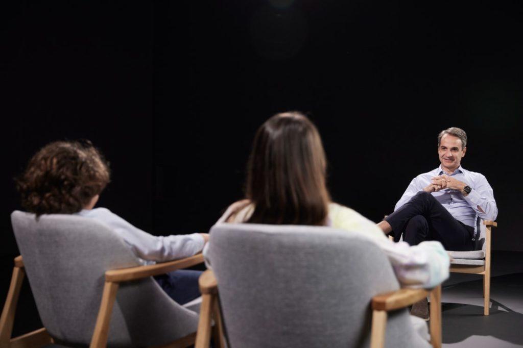 Άλλαξε… πίστα ο πρωθυπουργός: Έδωσε συνέντευξη στα παιδιά της Άτρακτος Kids