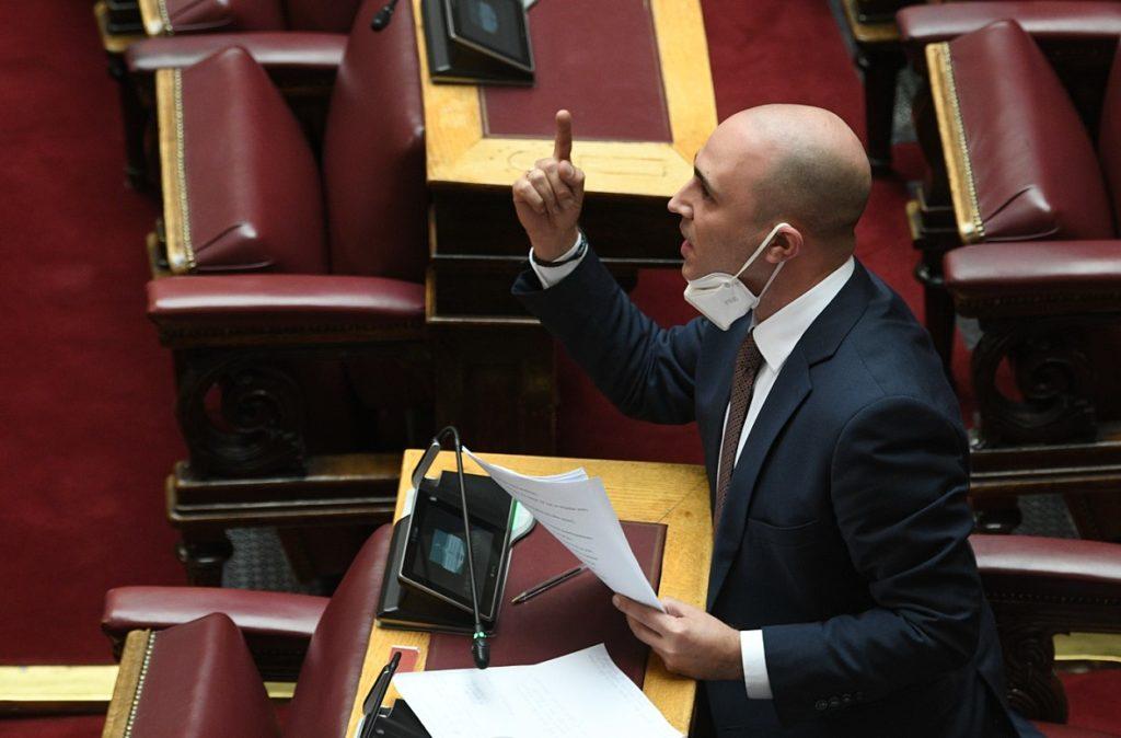 Σε παροξυσμό ο Μπογδάνος στη Βουλή: Ωρυόταν επί δέκα λεπτά για να του δοθεί ο λόγος (Video)