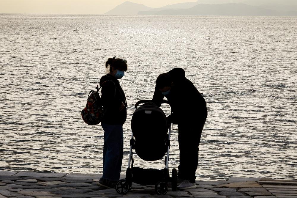 «Συνέδριο Γονιμότητας»: Μετά την κατακραυγή σκέφτονται την αναβολή – «Κατέβασαν» το μισογυνικό σποτ