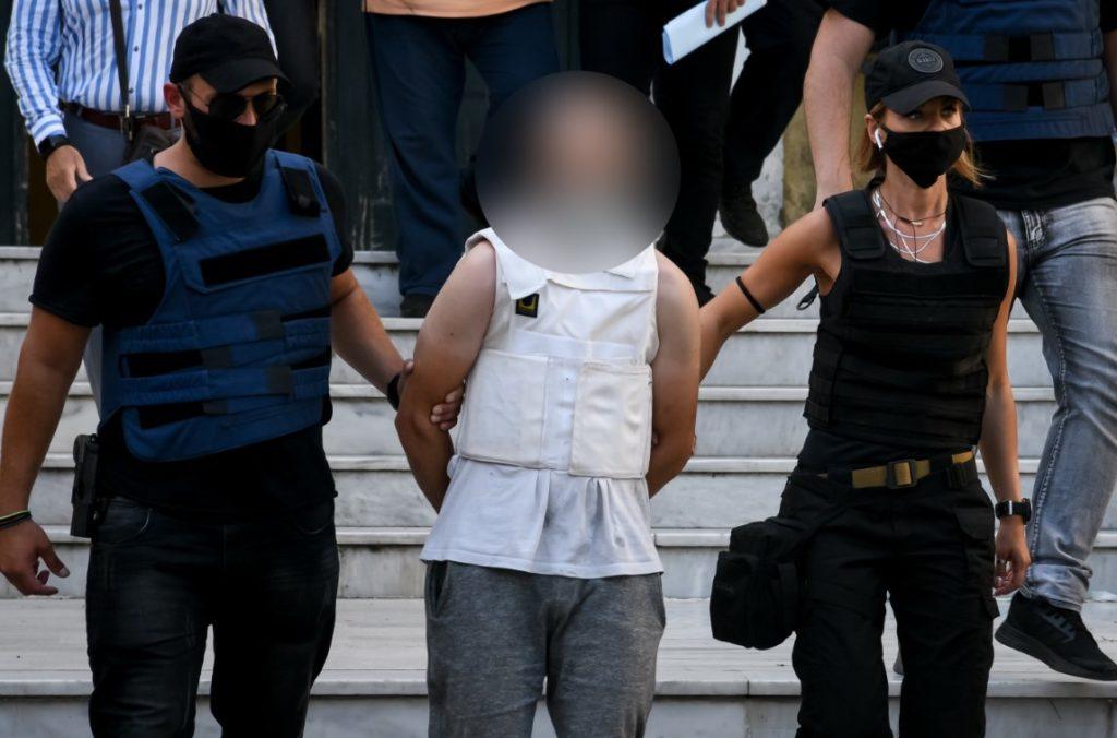 Ποινική δίωξη για δύο κακουργήματα στον 35χρονο για τον βιασμό της καθαρίστριας στα Πετράλωνα
