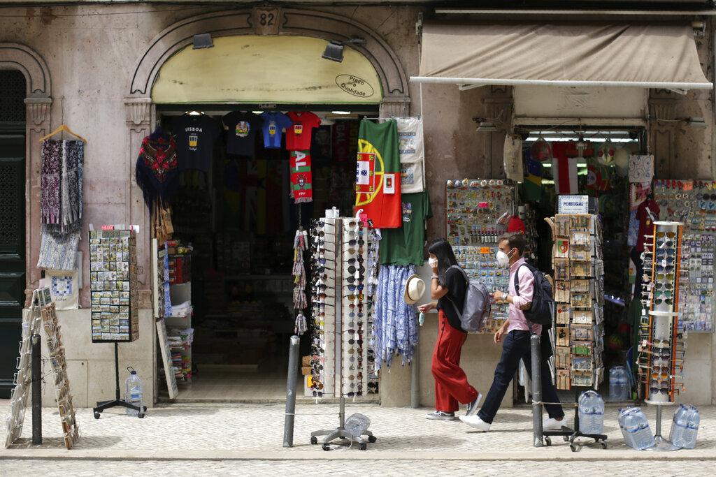 Κορονοϊός: Η Πορτογαλία επιβάλλει νέους περιορισμούς ενώ απειλείται η τουριστική σεζόν