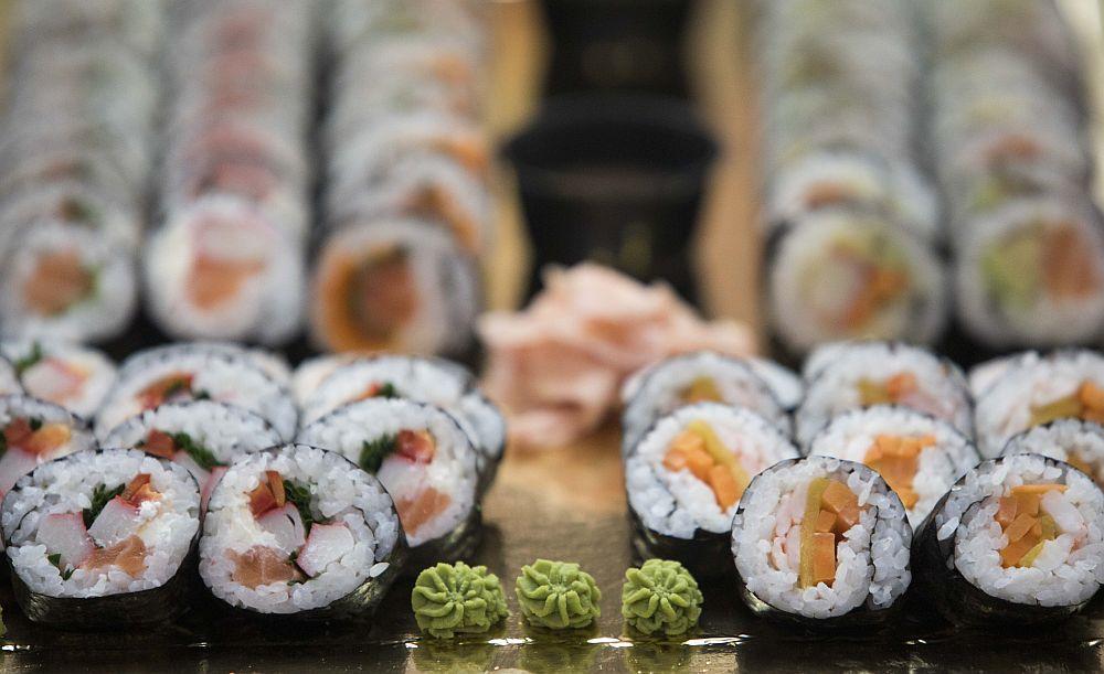 Ο φαντασμένος υφυπουργός, τα «κερατιάτικα» σούσι και η καρατόμηση