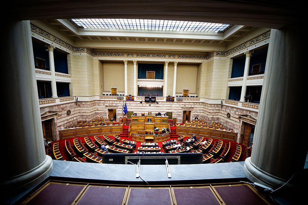 Βουλή – LIVE: «Μάχη» αρχηγών για το αντεργατικό νομοσχέδιο