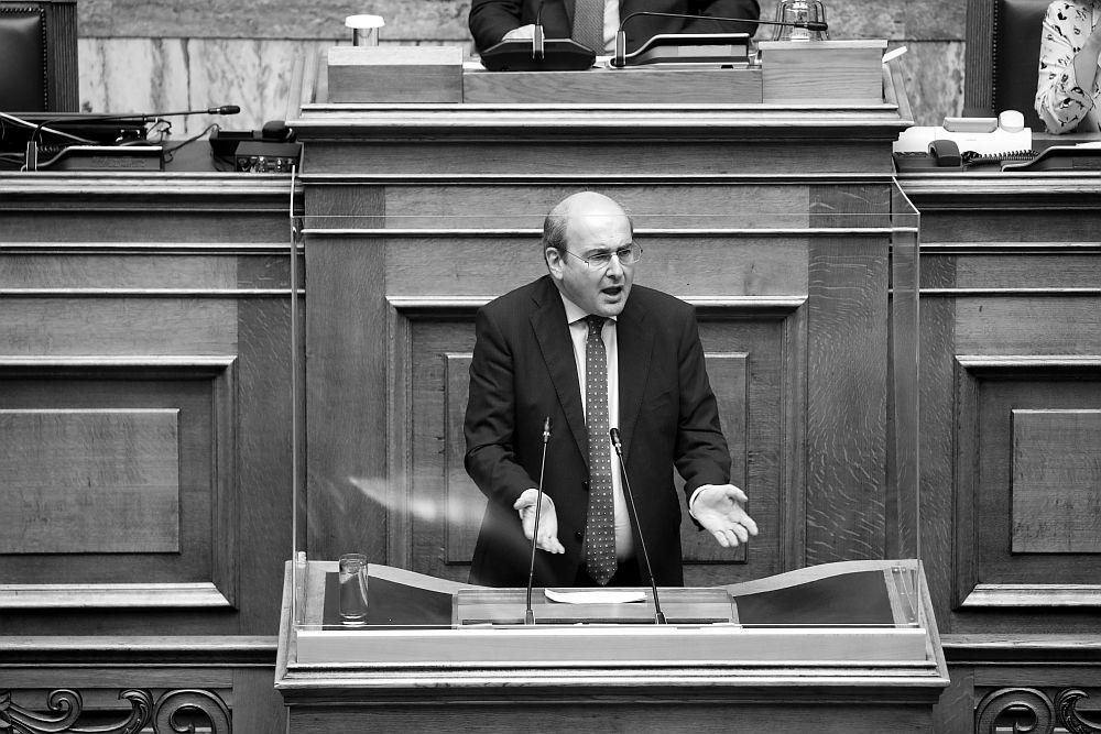 Αντεργατικό Νομοσχέδιο: ΗΕπιστημονική Επιτροπή της Βουλήςέκανε πολτό τις… ελιές του Χατζηδάκη