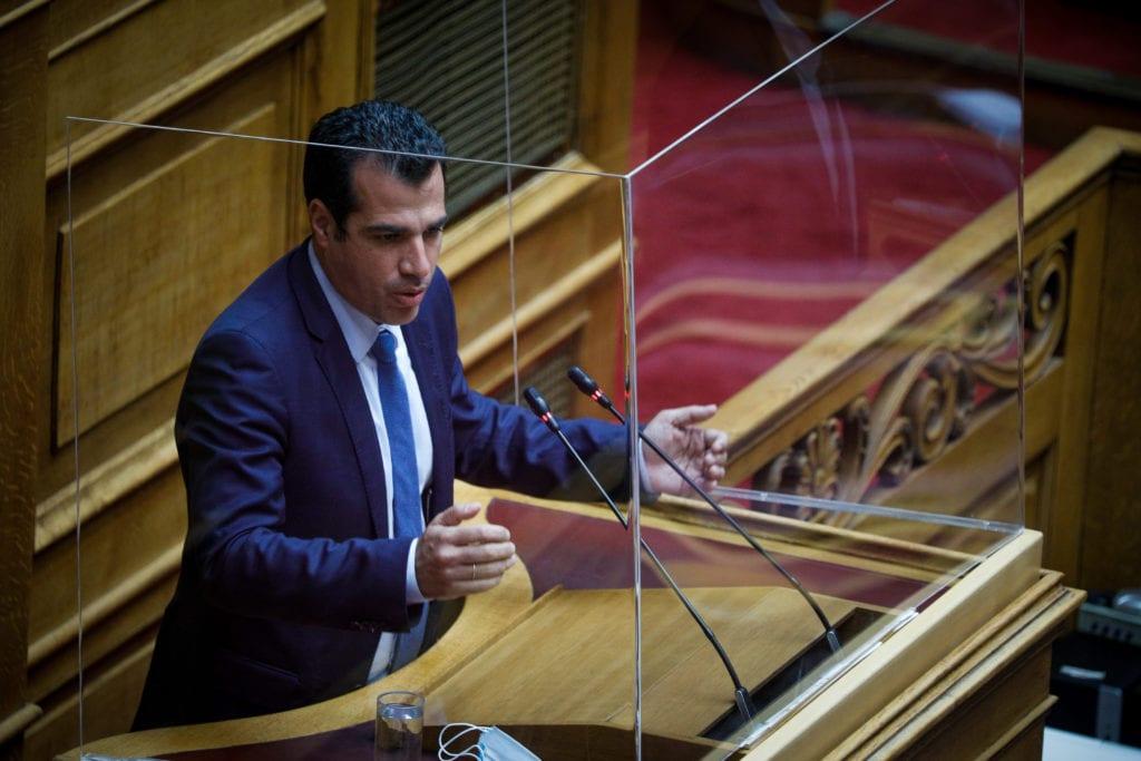 Ο Πλεύρης στις υπηρεσίες της συζύγου του πρωθυπουργού από το βήμα της Βουλής: «Ο Βαξεβάνης έβγαζε πρωτοσέλιδα για τη Μαρέβα»