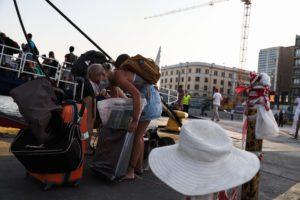 Κορονοϊός: Με το βλέμμα στα νησιά οι ειδικοί ενόψει Δεκαπενταύγουστου