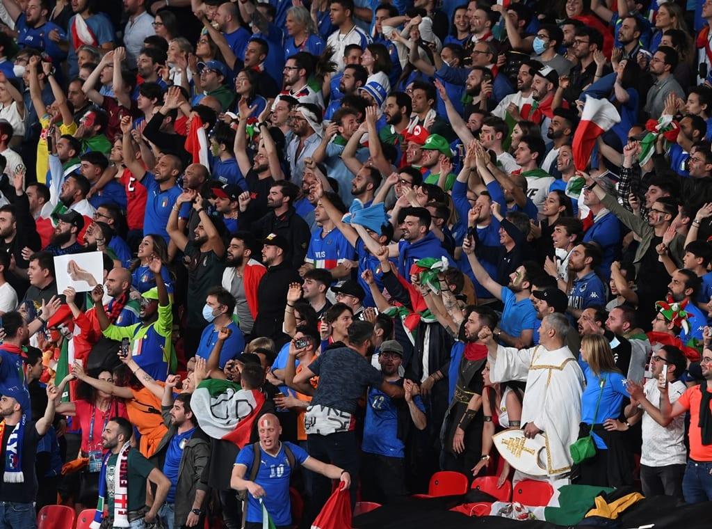 ΠΟΥ: «Ολέθριο» το θέαμα με τα πλήθη φιλάθλων χωρίς μάσκες στον τελικό του Euro