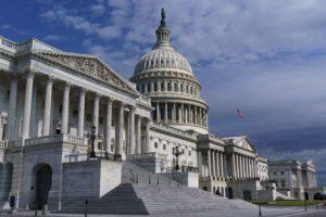 Διεθνής Τύπος: Πέρασε από την Γερουσία των ΗΠΑ το σχέδιο ανοικοδόμησης ύψους ενός τρισεκατομμυρίου δολαρίων