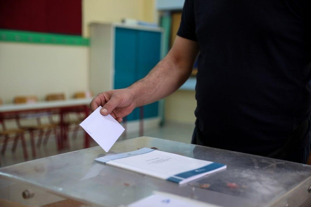 Το υπουργείο Εσωτερικών σε… εκλογικό ράλι – Νέα βιβλία ψηφοφορίας για τις εθνικές εκλογές