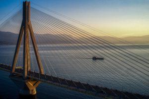 Γέφυρα Ρίου-Αντιρρίου: Η απόλυτη σύγχυση για το αν επιτρέπεται η κυκλοφορία λόγω της πυρκαγιάς!