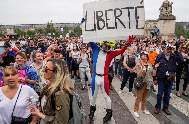 Γαλλία: Διαδηλώσεις κατά του εμβολιασμού και του υγειονομικού πάσου