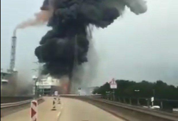 Γερμανία: Δύο νεκροί από την έκρηξη του εργοστασίου στο Λεβερκούζεν – Ελάχιστες οι ελπίδες για τους 5 αγνοούμενους