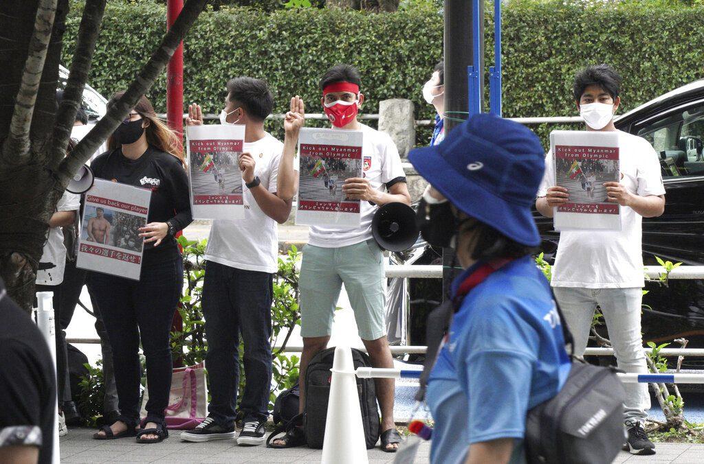Μιανμάρ: Διαδηλώσεις φοιτητών κατά της χούντας που έκλεισε 6 μήνες στην εξουσία