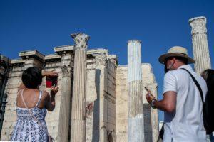 Μπρος γκρεμός και πίσω ρέμα για τον τουρισμό