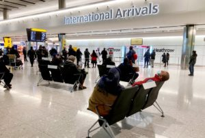 Η Βρετανία εξαιρεί από την καραντίνα τους ταξιδιώτες που έχουν εμβολιαστεί στην ΕΕ και στις ΗΠΑ