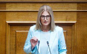 Αυγέρη για Μητσοτάκη: Ξέχασε το υπόλοιπο άρθρο 25 του Συντάγματος