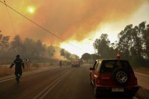 Φωτιά στην Αχαΐα: Πώς διεξάγεται η κίνηση των οχημάτων σε Εθνική Οδό και γέφυρα Ρίου-Αντιρρίου